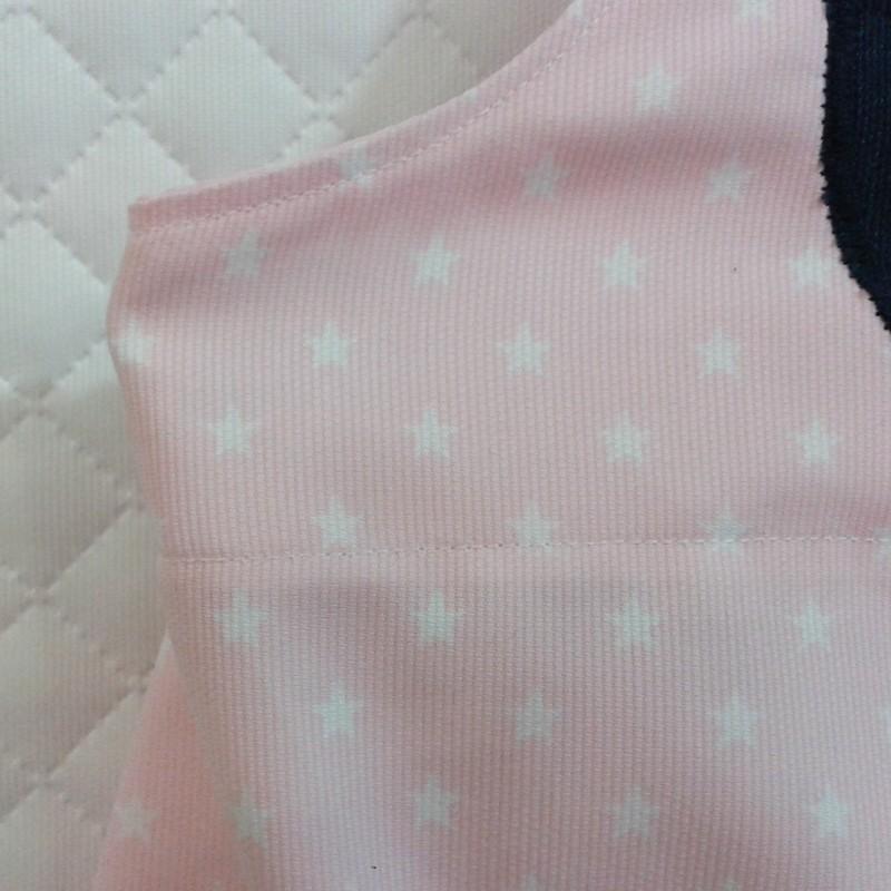 Peto de gateo rosa estrellas blancas